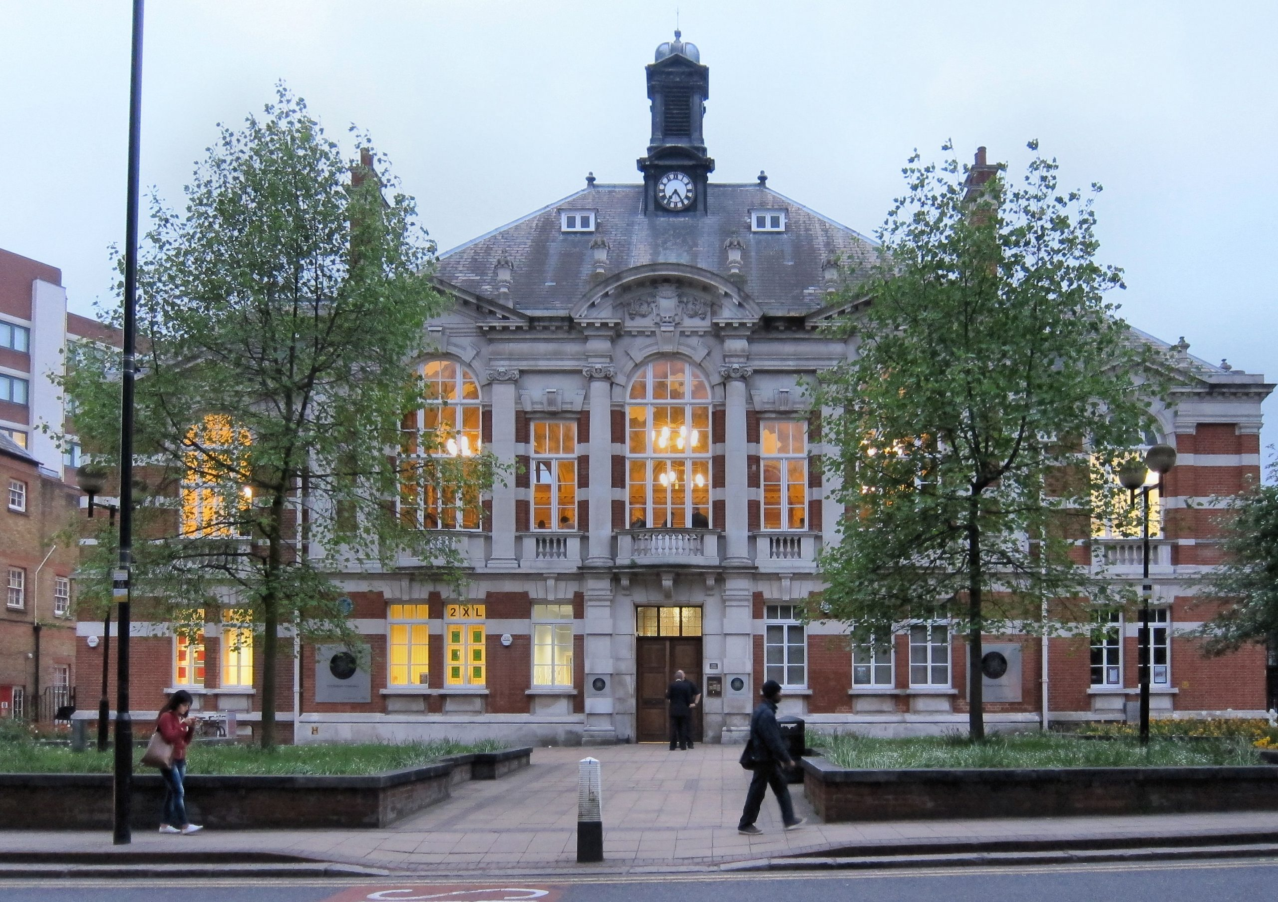 Tottenham-town-hall